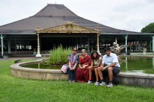The family at the Mankunegera palace